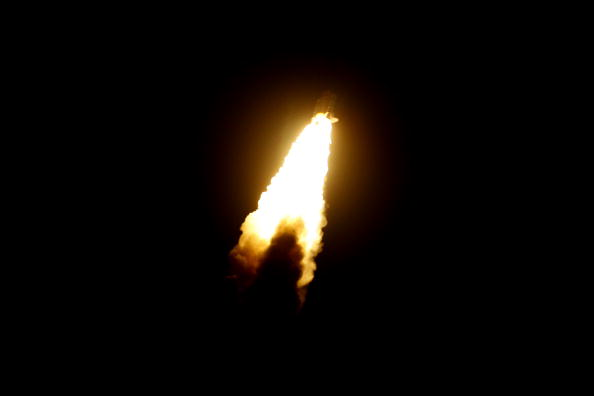 Space Shuttle Endeavor「Space Shuttle Endeavour Lifts Off For Space Station Mission」:写真・画像(9)[壁紙.com]