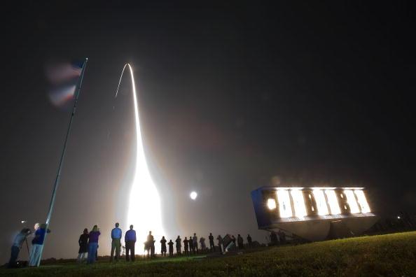 Space Shuttle Endeavor「Space Shuttle Endeavour Lifts Off For Space Station Mission」:写真・画像(19)[壁紙.com]