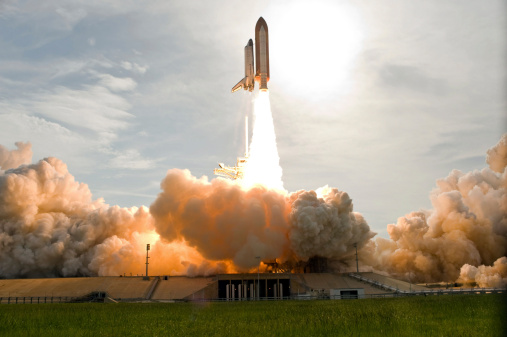 Space Shuttle Endeavor「Space Shuttle Endeavour lifts off from Kennedy Space Center.」:スマホ壁紙(1)
