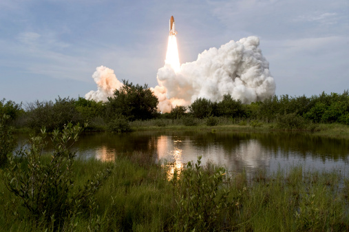 Space Shuttle Endeavor「Space Shuttle Endeavour lifts off from Kennedy Space Center.」:スマホ壁紙(16)