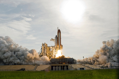 Space Shuttle Endeavor「Space Shuttle Endeavour lifts off from Kennedy Space Center.」:スマホ壁紙(8)