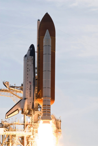 Space Shuttle Endeavor「Space Shuttle Endeavour lifts off from Kennedy Space Center.」:スマホ壁紙(18)