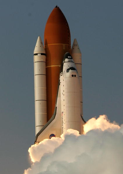 Space Shuttle Endeavor「Space Shuttle Endeavour Lifts Off」:写真・画像(3)[壁紙.com]