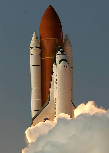 Space Shuttle Endeavour Lifts Off:ニュース(壁紙.com)