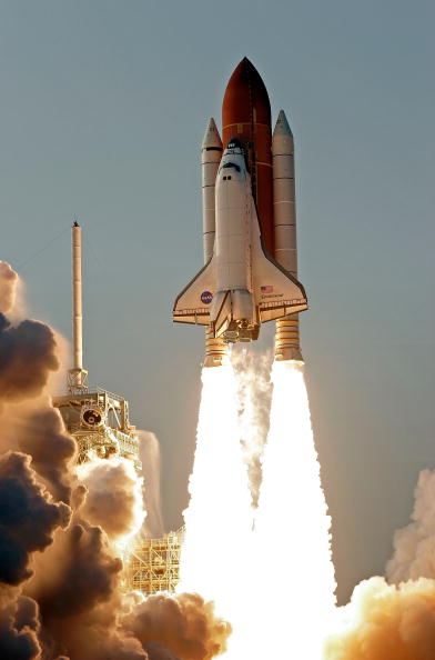 Space Shuttle Endeavor「Space Shuttle Endeavour Lifts Off」:写真・画像(0)[壁紙.com]