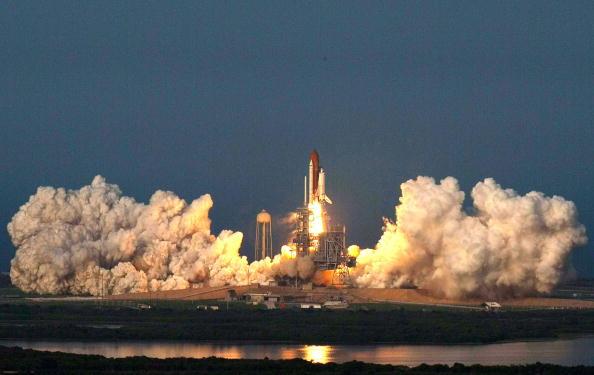 Space Shuttle Endeavor「Space Shuttle Endeavour Lifts Off」:写真・画像(16)[壁紙.com]