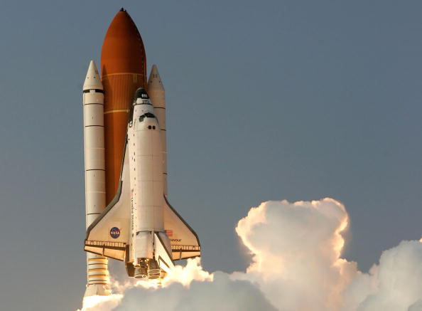 Space Shuttle Endeavor「Space Shuttle Endeavour Lifts Off」:写真・画像(5)[壁紙.com]