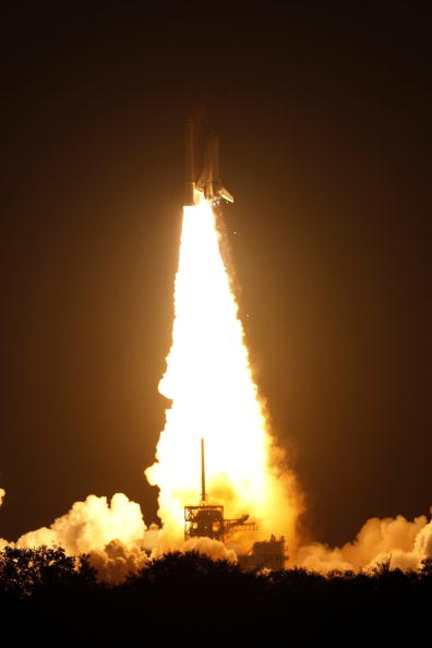 Space Shuttle Endeavor「NASA Launch Of Space Shuttle Endeavour」:写真・画像(4)[壁紙.com]