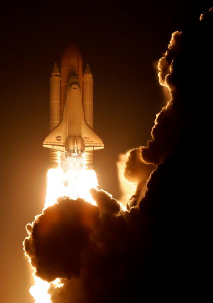 Space Shuttle Endeavor「Space Shuttle Endeavour Launches From Cape Canaveral」:写真・画像(6)[壁紙.com]