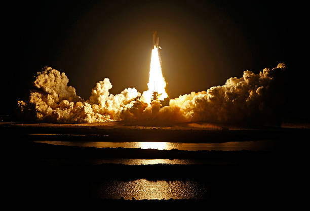 Space Shuttle Endeavour Launches From Cape Canaveral:ニュース(壁紙.com)