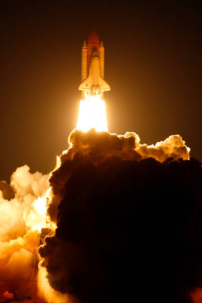Space Shuttle Endeavour launches to International Space Station:ニュース(壁紙.com)