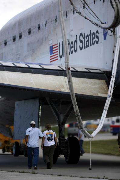 Space Shuttle Endeavor「Space Shuttle Endeavour Returns To Earth」:写真・画像(15)[壁紙.com]