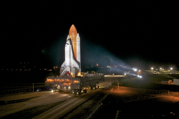 Roberto Gonzalez「Space Shuttle Endeavour Moved To Launch Pad Ahead Of Final Flight」:写真・画像(8)[壁紙.com]