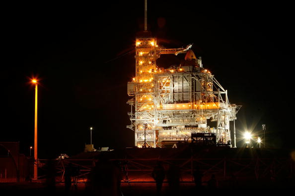 Space Shuttle Endeavor「NASA Prepares For Endeavor Lift-Off」:写真・画像(6)[壁紙.com]