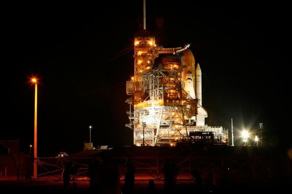Space Shuttle Endeavor「NASA Prepares For Endeavor Lift-Off」:写真・画像(1)[壁紙.com]