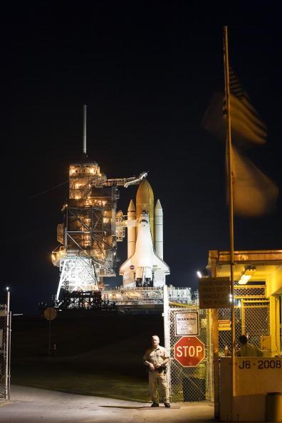 Space Shuttle Endeavor「NASA Prepares For Endeavour Lift-Off」:写真・画像(12)[壁紙.com]