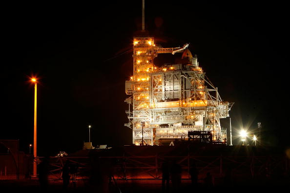 Space Shuttle Endeavor「NASA Prepares For Endeavor Lift-Off」:写真・画像(14)[壁紙.com]