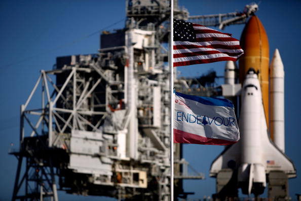 Space Shuttle Endeavor「NASA Prepares For Launch Of Space Shuttle Endeavour」:写真・画像(16)[壁紙.com]