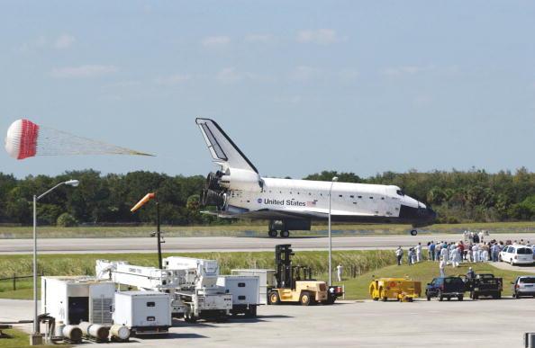 Matt Stroshane「Space Shuttle Atlantis Lands At Kennedy Space Center 」:写真・画像(10)[壁紙.com]