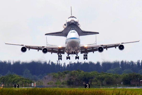 Space Travel Vehicle「Space Shuttle Discovery Returns To Cape Canaveral From California」:写真・画像(3)[壁紙.com]