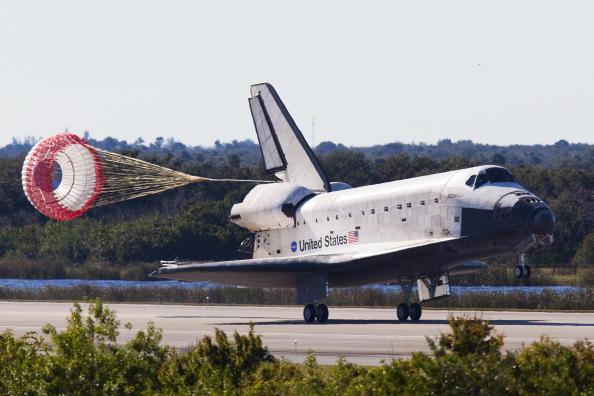 Landing - Touching Down「Space Shuttle Atlantis Returns To Earth」:写真・画像(19)[壁紙.com]