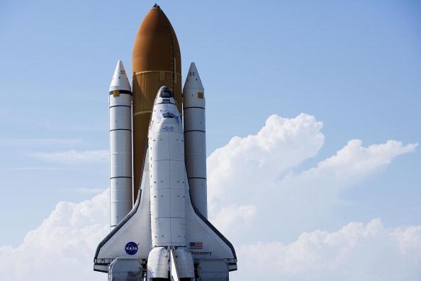 Matt Stroshane「Space Shuttle Discovery Moves To Launch Pad」:写真・画像(13)[壁紙.com]