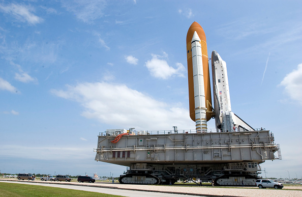 Transportation「NASA Changes Boosters Ahead Of Space Shuttle Discovery Launch」:写真・画像(4)[壁紙.com]