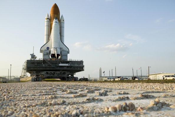 Matt Stroshane「Space Shuttle Discovery Moves To Launch Pad」:写真・画像(15)[壁紙.com]