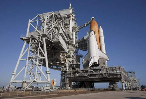 Space Shuttle Endeavor「Space shuttle Endeavour atop a mobile launcher platform at Kennedy Space Center.」:スマホ壁紙(4)