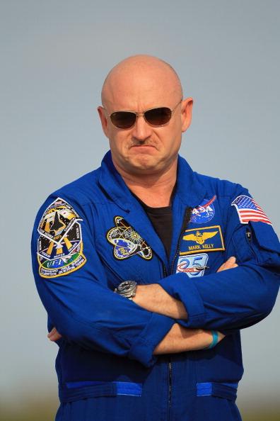 Space Shuttle Endeavor「Shuttle Endeavour Astronauts Arrive For Monday's Launch」:写真・画像(2)[壁紙.com]