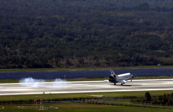 Landing - Touching Down「Space Shuttle Discovery Returns From Mission」:写真・画像(16)[壁紙.com]
