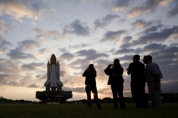 Hubble Space Telescope「Space Shuttle Atlantis Is Moved To Launch Pad Ahead Of Mission」:写真・画像(19)[壁紙.com]