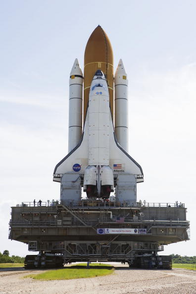 Hubble Space Telescope「Space Shuttle Atlantis Rolls Out To Launch Pad」:写真・画像(14)[壁紙.com]