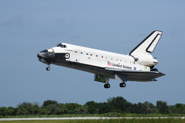 Space Shuttle Endeavor「Space Shuttle Endeavour Returns To Kennedy Space Center」:写真・画像(19)[壁紙.com]