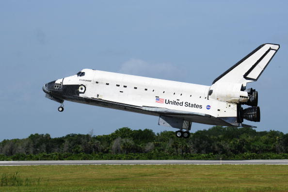 Space Shuttle Endeavor「Space Shuttle Endeavour Returns To Kennedy Space Center」:写真・画像(17)[壁紙.com]