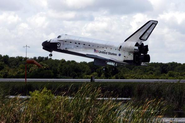 Space Shuttle Endeavor「Space Shuttle Endeavour Returns To Earth」:写真・画像(12)[壁紙.com]