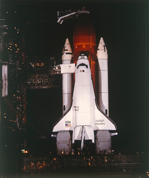 Karlsruher SC「Space Shuttle Orbiter Discovery At Kennedy Space Center,」:写真・画像(12)[壁紙.com]
