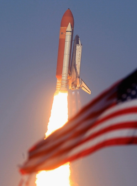 Taking Off - Activity「After Delays Space Shuttle Discovery Launches From Cape Canaveral」:写真・画像(0)[壁紙.com]