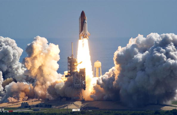 Space Shuttle Discovery「NASA Returns To Flight With Launch of Space Shuttle Discovery」:写真・画像(4)[壁紙.com]
