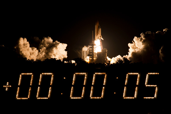 Space Shuttle Discovery「Space Shuttle Discovery Blasts Off From Kennedy Space Center」:写真・画像(19)[壁紙.com]