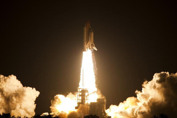 Space Shuttle Discovery「Space Shuttle Discovery Blasts Off From Kennedy Space Center」:写真・画像(16)[壁紙.com]