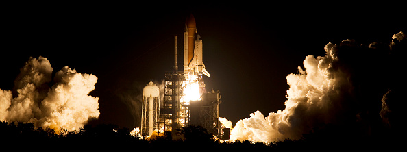 Space Shuttle Discovery「Space Shuttle Discovery Blasts Off From Kennedy Space Center」:写真・画像(5)[壁紙.com]