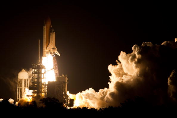 Space Shuttle Discovery「Space Shuttle Discovery Blasts Off From Kennedy Space Center」:写真・画像(17)[壁紙.com]