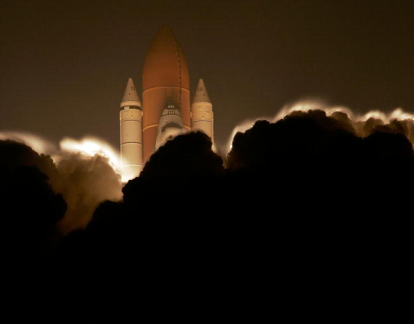 Space Shuttle Discovery「Space Shuttle Discovery Blasts Off For International Space Station」:写真・画像(13)[壁紙.com]