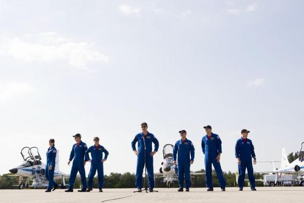 Hubble Space Telescope「Atlantis Astronauts Arrive At KSC Ahead Of Shuttle Launch」:写真・画像(17)[壁紙.com]
