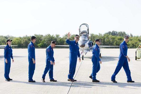 Hubble Space Telescope「Atlantis Astronauts Arrive At KSC Ahead Of Shuttle Launch」:写真・画像(4)[壁紙.com]
