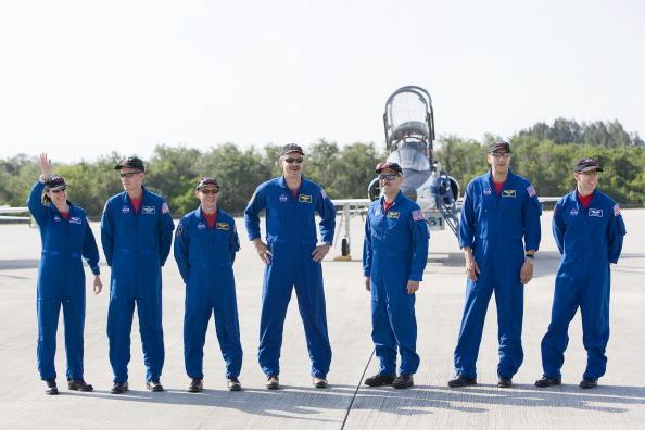 Hubble Space Telescope「Atlantis Astronauts Arrive At KSC Ahead Of Shuttle Launch」:写真・画像(6)[壁紙.com]