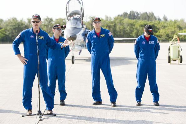 Hubble Space Telescope「Atlantis Astronauts Arrive At KSC Ahead Of Shuttle Launch」:写真・画像(13)[壁紙.com]
