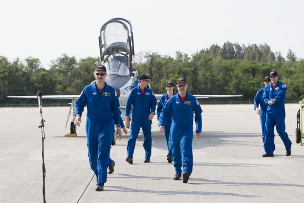 Hubble Space Telescope「Atlantis Astronauts Arrive At KSC Ahead Of Shuttle Launch」:写真・画像(14)[壁紙.com]