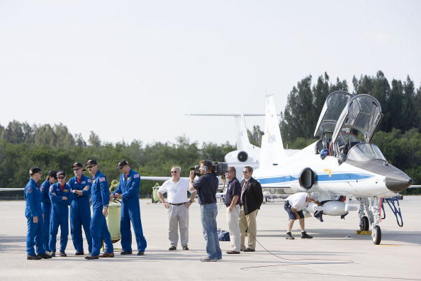 Hubble Space Telescope「Atlantis Astronauts Arrive At KSC Ahead Of Shuttle Launch」:写真・画像(3)[壁紙.com]